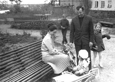 С семьей на прогулке фото с сайта all